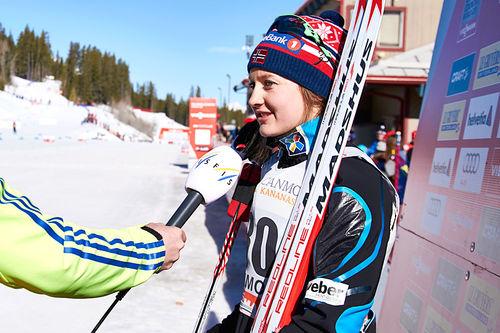 Ingvild Flugstad Østberg etter sin seier på 7. etappe av Ski Tour Canada 2016 med 10 km fristil i Canmore. Foto: Felgenhauer/NordicFocus.