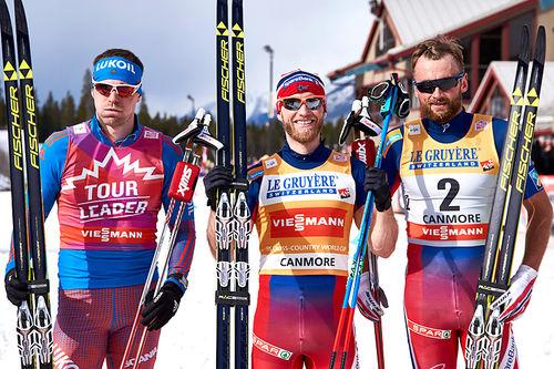 Seierspallen etter alle 8 etapper i Ski Tour Canada 2016. Fra venstre: Sergey Ustiugov (2. plass), Martin Johnsrud Sundby (1) og Petter Northug (3). Foto: Felgenhauer/NordicFocus.