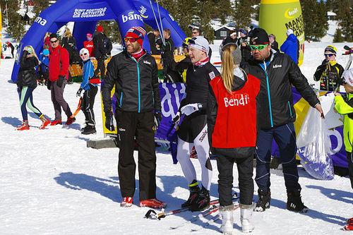 Odd-Bjørn Hjelmeset og vinner Simen Sveen i målområdet etter Sjusjøen Fri 2015. Arrangørfoto.