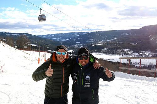 Espen Harald Bjerke og Stein Plukkerud på plass i bakkene nedenfor Mosetertoppen i Hafjell. Foto: Privat.