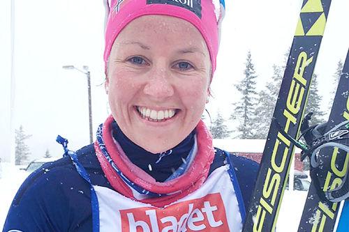Maria Strøm Nakstad smiler etter å ha vunnet det 36 km lange Storlirennet 2016 i Meråker. Arrangørfoto.