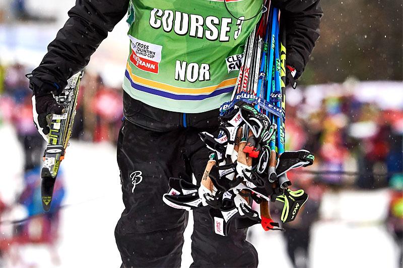 Landslagstrener Trond Nystad på vei ut på stavpost under Tour de Ski 2016. Foto: Felgenhauer/NordicFocus.
