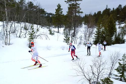 Runar Skaug Mathisen i tet 2 km før mål i Knarren Rundt 2016. Arrangørfoto.