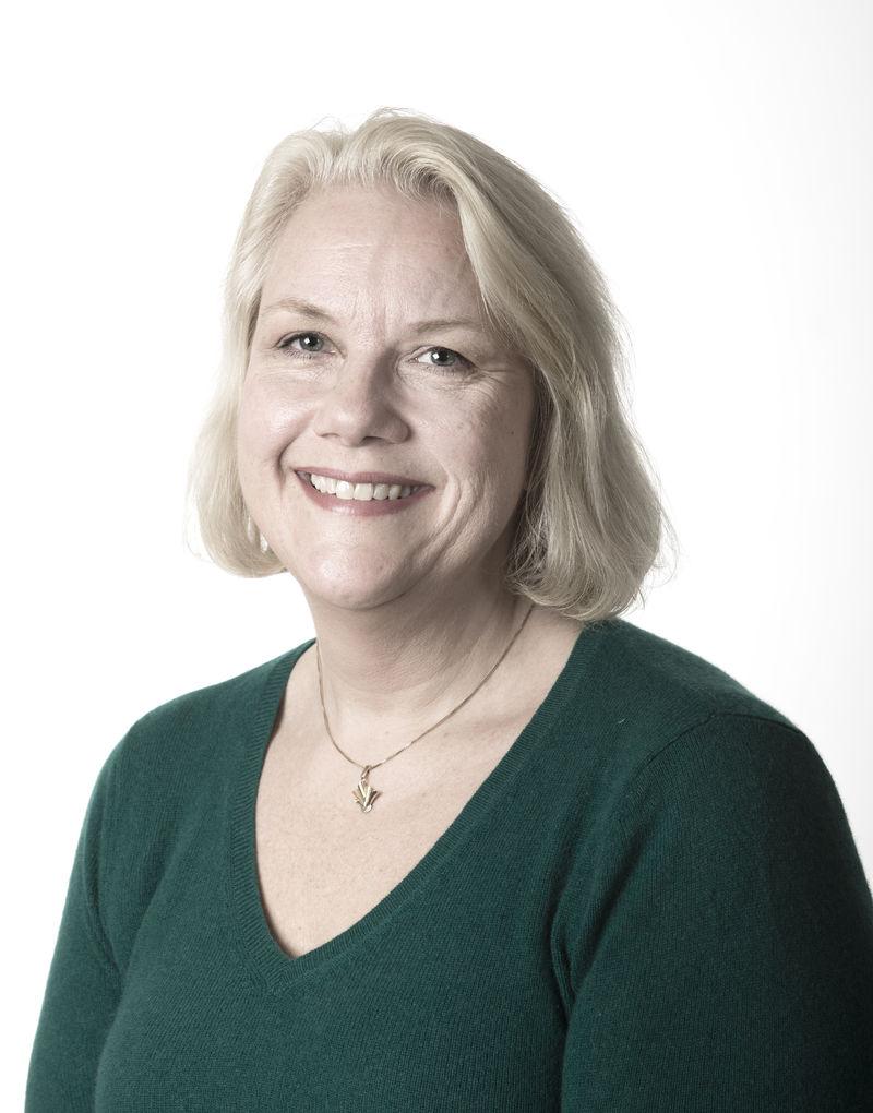 FUG-leder Gunn Iren Müller portrett grønn (Foto: Lisbeth R. Traaholt)