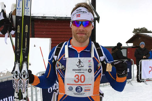Jonas Nielsen etter seieren i HovdenTour 2016. Arrangørfoto.