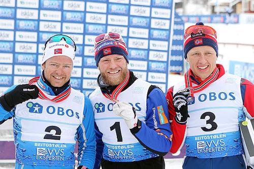 Seierspallen på 50 km i fri teknikk under NM på Beitostølen 2016. Fra venstre: Sjur Røthe (2.-plass), Martin Johnsrud Sundby (1) og Magne Haga (3). Foto: Erik Borg.