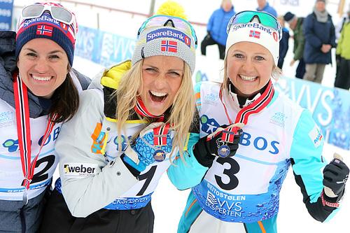 Seierspallen på 30 km i fri teknikk under NM på Beitostølen 2016. Fra venstre: Heidi Weng (2.-plass), Therese Johaug (1) og Ingvild Flugstad Østberg (3). Foto: Erik Borg.