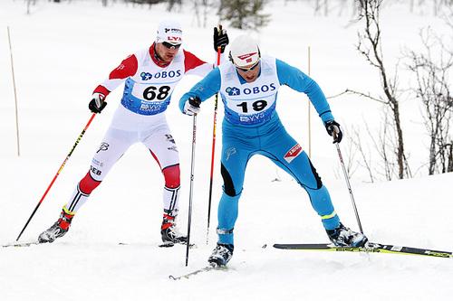 Kristen Skjeldal ute på 5-mila under NM på Beitostølen 2016, med Fredrik Grøvdal i rygg. Foto: Erik Borg.
