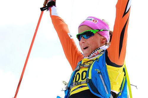 Therese Johaug jubler for seier i Skarverennet 2016. Arrangørfoto.