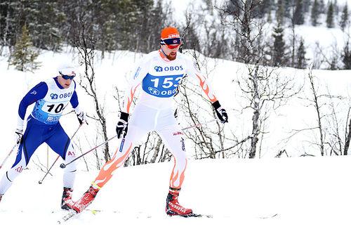 Runar Skaug Mathisen underveis på 5-mila i NM ved Beitostølen 2016. Like bak følger Gjermund Løfald. Foto: Erik Borg.