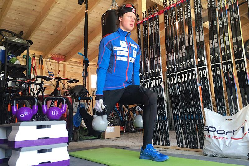 Bulgarsk utfall i slynger med KettleBells i hendene, her i stopposisjon og demonstrert av Mårten Soleng Skinstad. Foto: Team Sport 1 Skinstad.