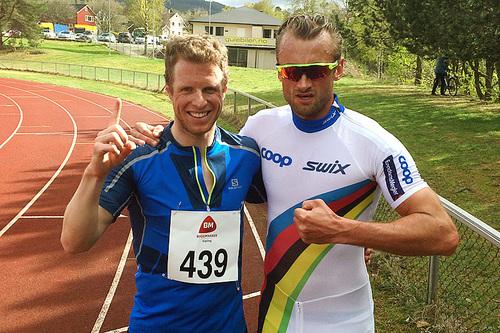 Petter Soleng Skinstad (t.v.) og Petter Northug etter 3.000 meter på et friidrettsstevne i Steinkjer et tidligere år. Foto: Team Sport 1 Skinstad.