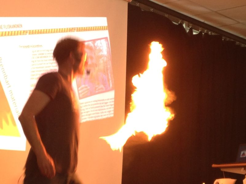 Flamme av heksepulver fra Øvre Svatsum
