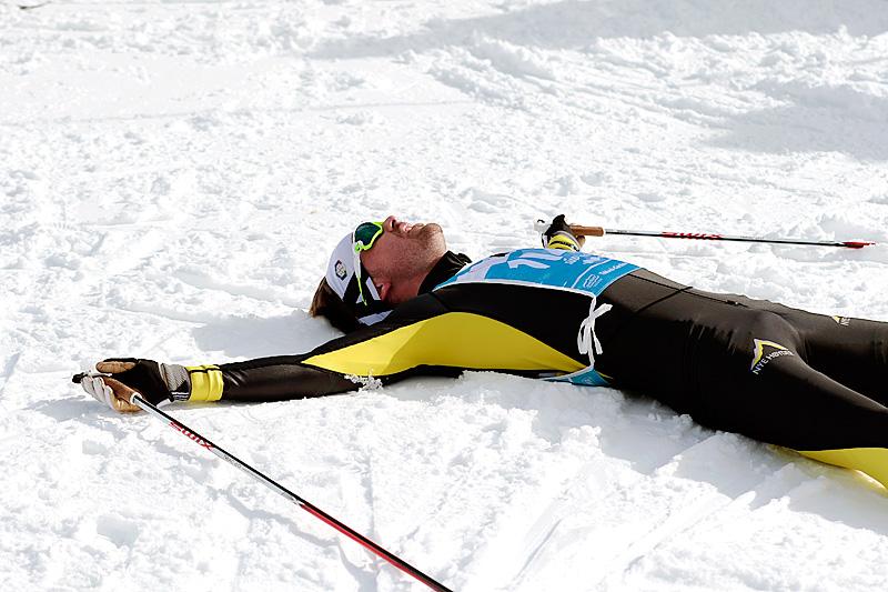 Løperen på bildet er nok bare sliten etter kraftanstrengelsen Cortina-Toblach, men hvis man ikke tar infeksjoner som mycoplasma og kyssesyken på alvor kan kroppen virkelig bli satt ut av spill. Foto: Modica/NordicFocus.