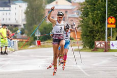 Amalie Honerud Olsen inn til sprintseier i juniorklassen under verdenscupen på rulleski i svenske Sollefteå forrige sesong. Foto: Flavio Becchis/Skirollisti.org.