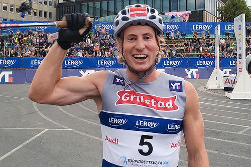 Kasper Stadaas jubler for seier på sprinten i Trondheim under Toppidrettsveka 2016. Foto: Geir Nilsen/Langrenn.com.