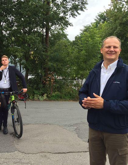 Ketil Solvik-Olsen ko på sykkel