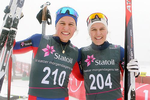 Tiril og Lotta Udnes Weng etter gull og sølv på 5 km fristil under Junior-NM på Gåsbu forrige vinter. Foto: Erik Borg.