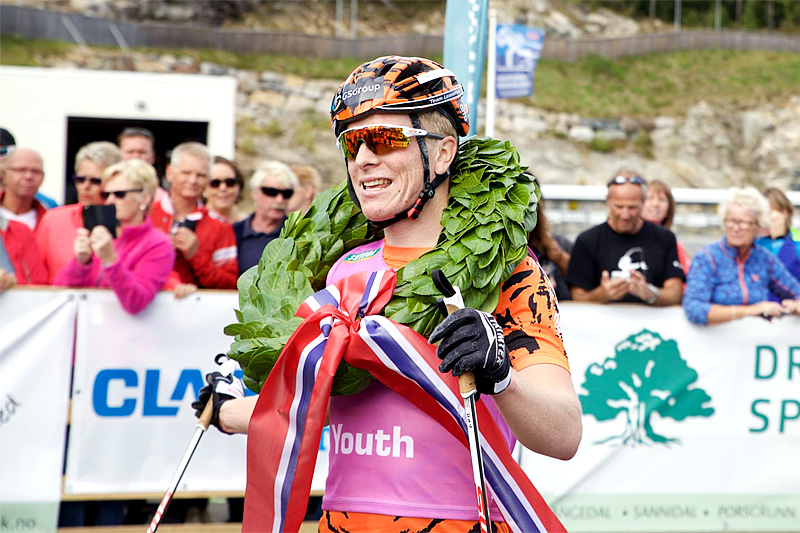 Anders Mølmen Høst etter seieren i Olaf Skoglunds Minneløp en tidligere sesong, nå inngår han i Team Serneke. Foto: World Classic Tour.