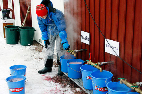Under langvarige konkurranser er det helt avgjørende at du har en plan for væske og næringsinntak. Her den velkjente blårbærsuppa i Vasaloppet. Foto: Felgenhauer/NordicFocus.