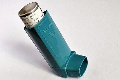 Illustrasjonsbilde som viser en inhalator med Ventoline. Foto: Creative Commons/Pixabay.com.