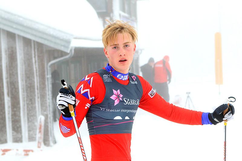 Stortalentet Aksel Rosenvinge etter endt dyst i skisporet i et av sine mange renn som junior. Nå er han ung senior og er opptatt av livet som 24-timers utøver. Foto: Erik Borg.
