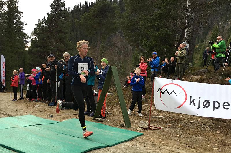Pål Kristian Grue Tufte i Bringenatten Opp 2016 hvor han ikke bare vant, men også sikret ny løyperekord. Foto: Ståle Onsgård Sagabråten.