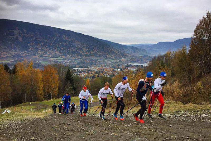 Fellestrening med elghufs. Mobilfoto: Team Sport 1 Skinstad / Instagram.com/skiskinstad (@Skiskinstad).