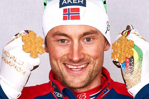Petter Northug med noe av medaljefangsten fra Falun-VM 2015. Foto: NordicFocus.
