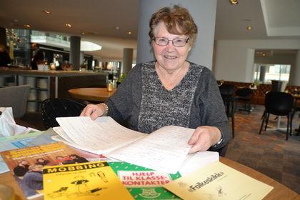 Karin- Marie Flo med notater og hefter