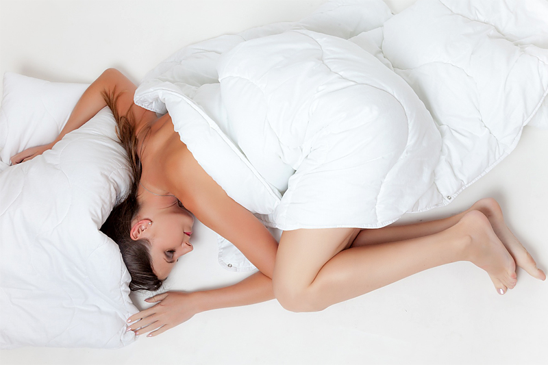 PC, mobil og nettbrett er ikke noe man trenger å ta med opp i senga, for om målet er restitusjon er det total avslapning som gjelder. Foto: Creative Commons/Pixabay.com.