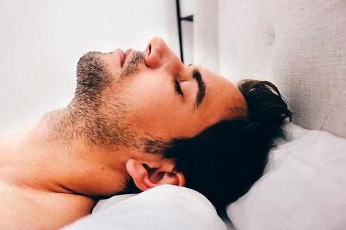 Søvn, hvile og og riktig matinntak er nøkkelord for god restitusjon. Foto: Creative Commons/Pixabay.com.