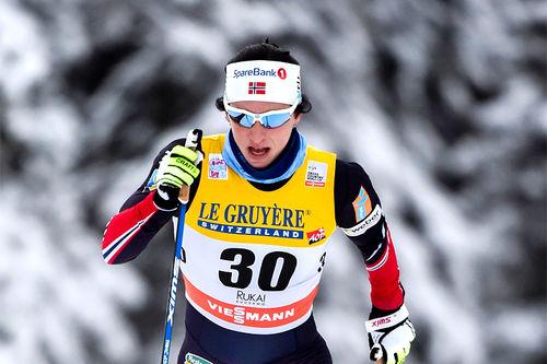 Marit Bjørgen koster på på vei mot seier i 10 km klassisk under verdenscupen sesongstart i Ruka og Kuusamo 2016. Foto: Thibaut/NordicFocus.