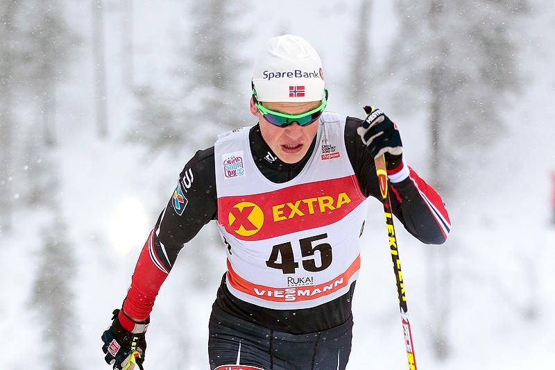 Johannes Høsflo Klæbo har nylig passert 20 år, men er allerede godt forankret i verdenseliten. Her stormer han inn til beste tid på sprintprologen under verdenscupen i Kuusamo 2016. Foto: Modica/NordicFocus.