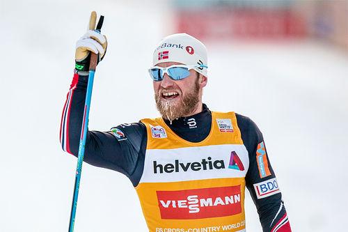 Martin Johnsrud Sundby over målstreken som vinner av verdenscupens 30 km i Davos 2016. Foto: Modica/NordicFocus.