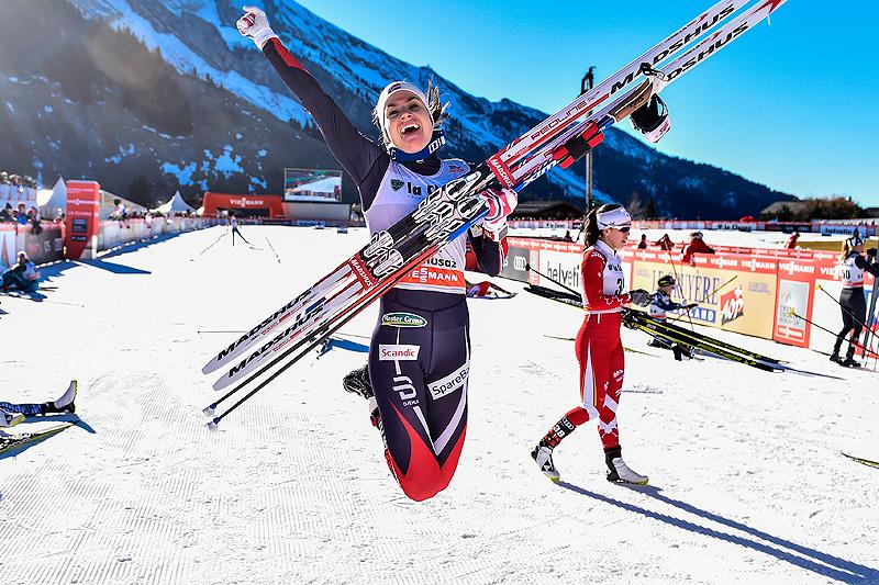 Heidi Weng var hoppende glad for seieren på 10 kilometer fellesstart under verdenscupen i La Clusaz i desember 2016. Foto: Thibaut/NordicFocus.