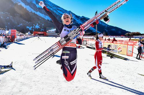 Spenst kan defineres som evnen til å hoppe høyt eller langt. Her tar Heidi Weng sats og jubler for verdenscupseier i La Clusaz forrige sesong. Foto: Thibaut/NordicFocus.