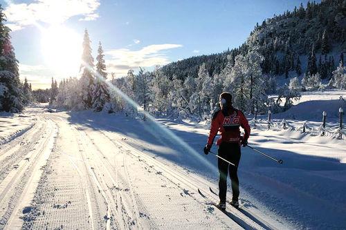 – Langtidssykdom har vi alltid i en eller annen form for på NTG, forteller trener for langrenn på NTG Lillehammer, Sandra Lyngstad. Foto: NTG Lillehammer.