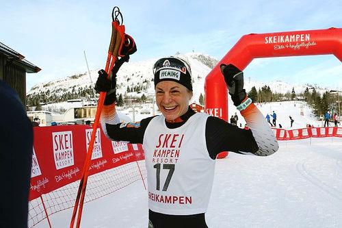 Astrid Uhrenholdt Jacobsen jubler for seier i Skeikampenrennet 2017. Arrangørfoto.
