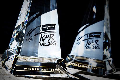 Vinnerpremien i Tour de Ski, foruten en romslig sum penger. Foto: Modica/NordicFocus.