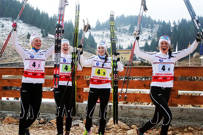 Sveriges stafettjenter etter gullet under Junior-VM i Rasnov og Romania 2016. Foto: Erik Borg.