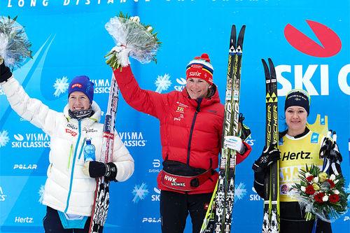 Damenes seierspall i Kaiser Maximilian Lauf 2017. Fra venstre: Astrid Øyre Slind (2. plass), Katerina Smutna (1) og Britta Johansson Norgren (3). Foto: Rauschendorfer/NordicFocus.