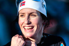 Marit Bjørgen etter sin seier på 10 kilometer fri teknikk under verdenscupen i Ulricehamn i januar 2017. Foto: Modica/NordicFocus.