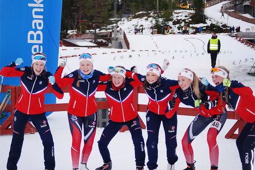 Norges dameløpere under Nordisk Juniorlandskamp i Knyken skisenter 2017. Fra venstre: Kristin Austgulen Fosnæs, Dorte Seierstad, Tuva Bakkemo, Sigrid Bye, Ragnhild Rønning og Julie Breivik Drivenes. Foto: Privat.