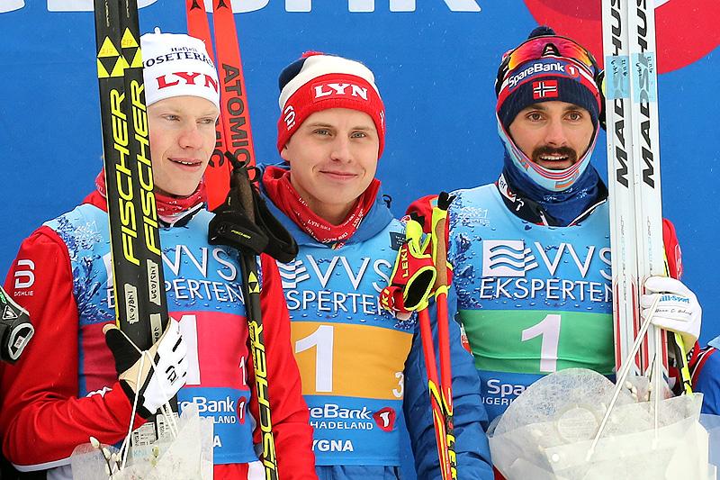 Lyns gullgutter fra herrestafetten i NM på Lygna 2017. Fra venstre: Johan Tjelle (1. etappe), Simen Hegstad Krüger (3. etappe) og Hans Christer Holund (2. etappe). Foto: Eirik Lund Røer/Eiluro.