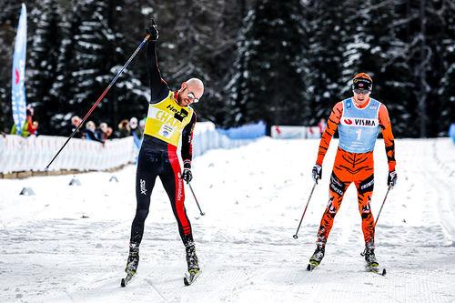 Tord Asle Gjerdalen avgjør spurten i Visma Ski Classics-rennet Toblach - Cortina 2017 foran Petter Eliasen. Foto: Bragotto/NordicFocus.