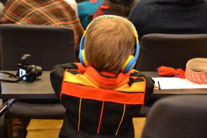 Ung samisk deltaker på foreldrekonferansen