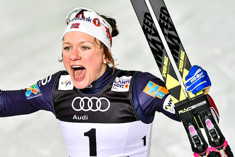 Maiken Caspesern Falla gikk inn til 2. plass da verdenscupfinalen innledet med sprint i Québec fredag. Her jubler hun for VM-gull på sprinten i Lahti 2017. Foto: Thibaut/NordicFocus.