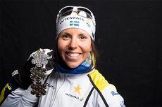 Charlotte Kalla med sine medaljer fra Lahti-VM 2017. Foto: Modica/NordicFocus.