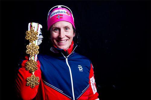 Marit Bjørgen med sine gullmedaljer fra Lahti-VM 2017. Foto: Modica/NordicFocus.